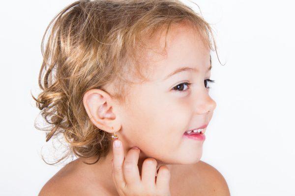 przebicie uszu u dzieci